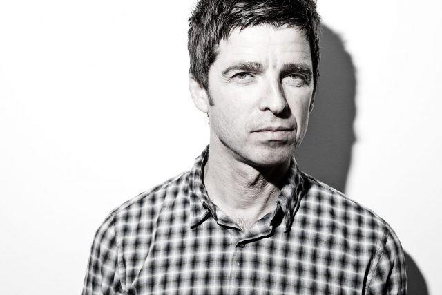 Noel Gallagher comparte adelanto de su nuevo álbum 'Who Built The Moon?'