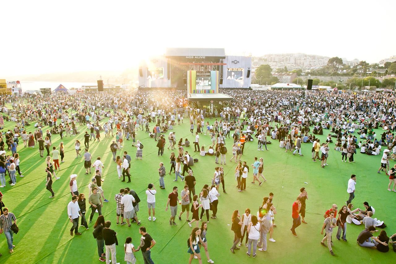 Crowd & Atmosphere at NOS Alive, Lisboa, Portugal - 8 JULY 2016
