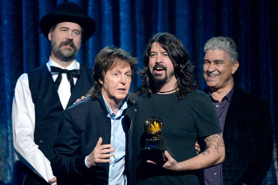 Paul McCartney y Foo Fighters juntos en el álbum