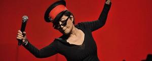 La excéntrica presentación de Yoko Ono con Yo La Tengo