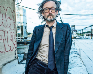 "Jarvis Cocker homenajea a las víctimas de París con ""Friday 13th 2015"""